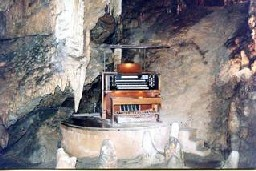 stalacpipe-organ-luray-caverns-virginia-stalactite-piano-cave-2.jpg